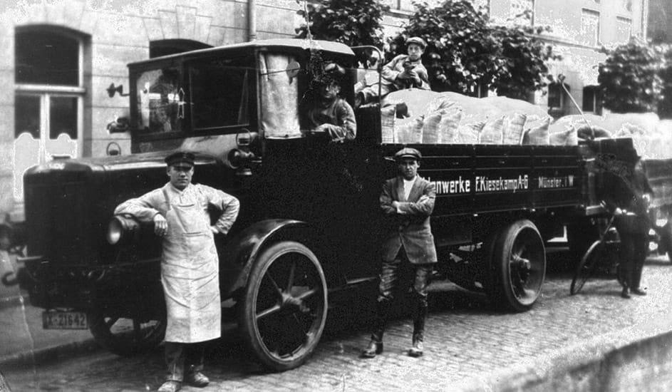 1925 | Der Gründer in der Ausbildung bei der Firma Kiesekamp Münster.